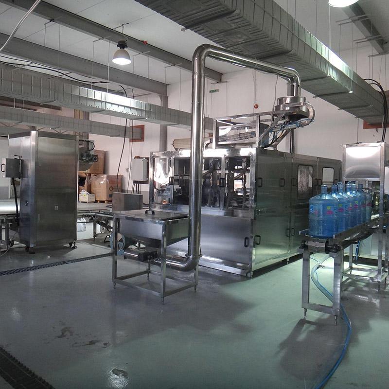 Máquina embotelladora de llenado de botellas de 5 galones que se lava