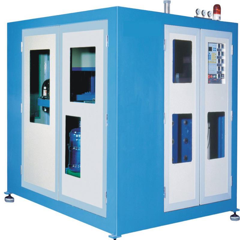 Máquina automática de moldeo por soplado de botellas de 5 galones.