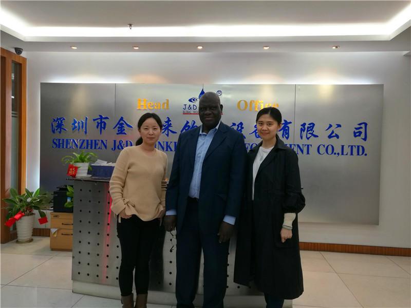 Cliente visitar ShenZhen J & D equipos de agua potable. Ltd