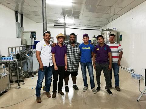 El agua potable de Shenzhen J&D instala una línea de agua embotellada 2000BPH en Panamá