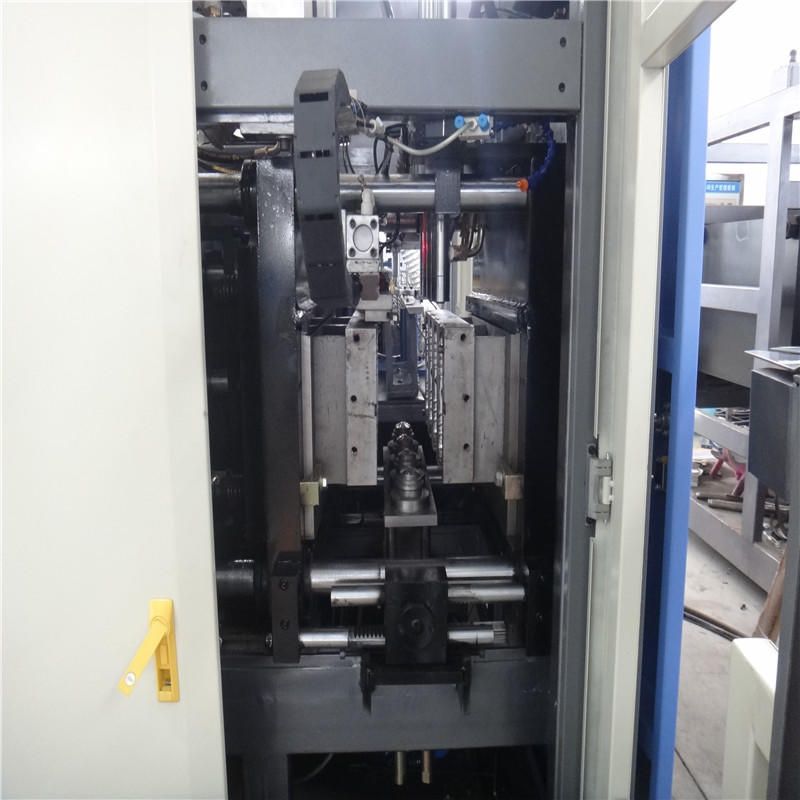 high quality injection blow moulding machine safely for mineral water-3